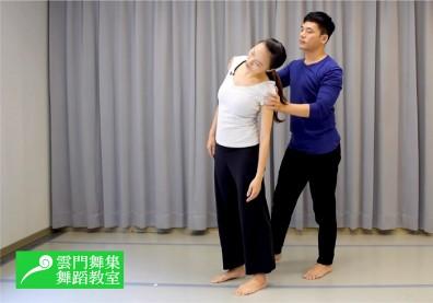 坐姿不良傷害脊椎,做雙人律動操放鬆被壓迫的椎間盤