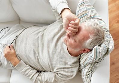 反覆發燒、夜間盜汗…恐怕非老化,而是「慢性淋巴性白血病」