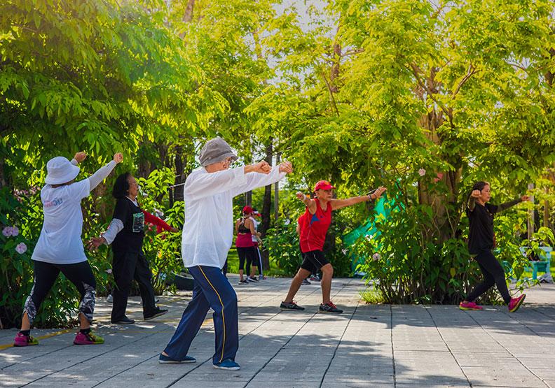 復健只能靠物理治療?研究:有氧運動大幅改善中風患者步行速度