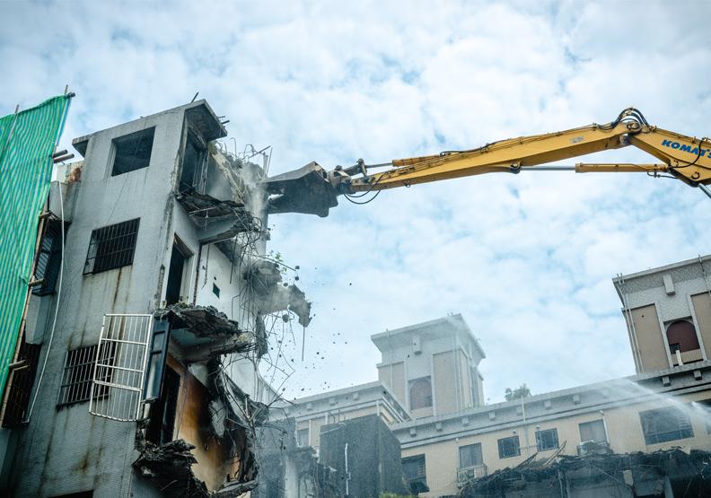 五股西雲路海砂屋自行拆除 居民團結邁向都更一大步