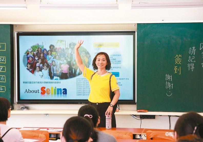 來自印尼的她,用17年考上國小英語正式教師