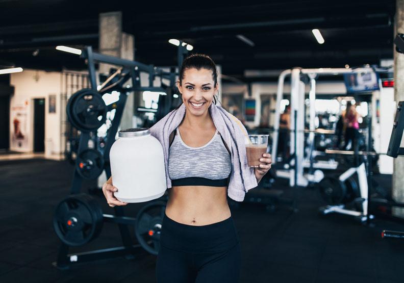猛喝乳清蛋白當「健身大補帖」?營養師:吃這些食物也能健壯