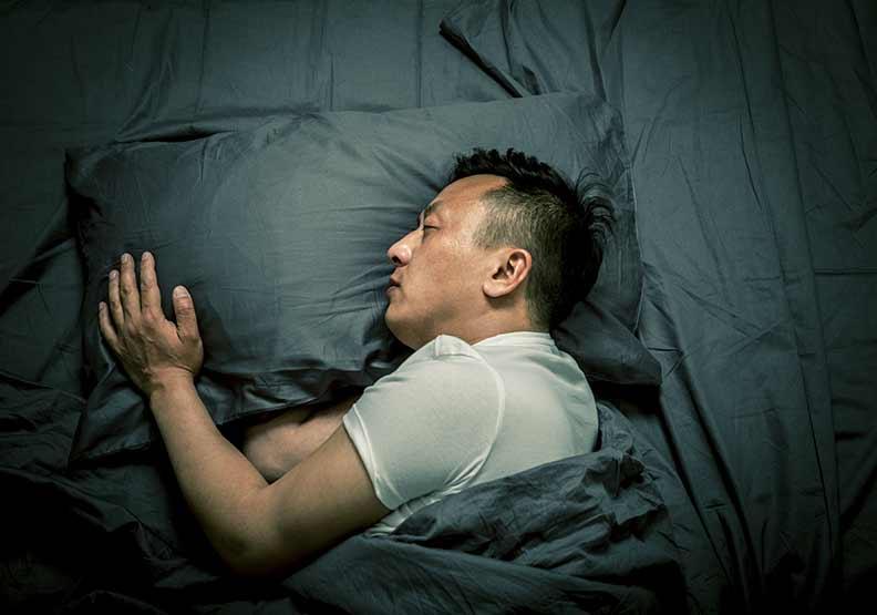 翻來覆去睡不著?訓練大腦抗壓讓身體「順利關機」