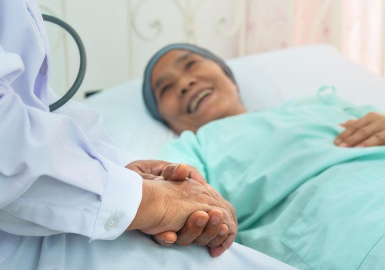 慎選標靶藥物維護生活品質,晚期肺腺癌仍可出國旅行