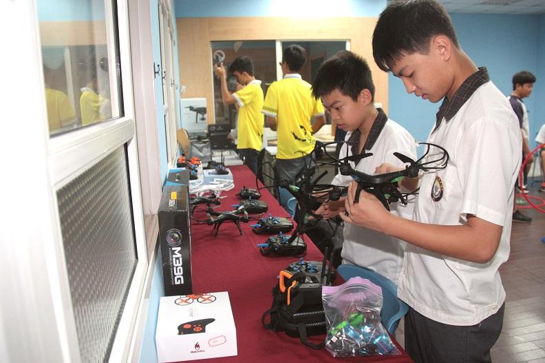 設置於國教輔導團無人載具體驗基地展示的無人機。