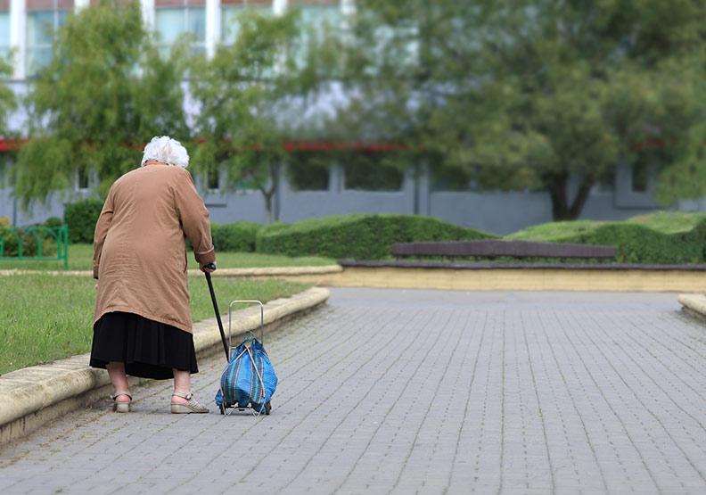 老年人的重度駝背