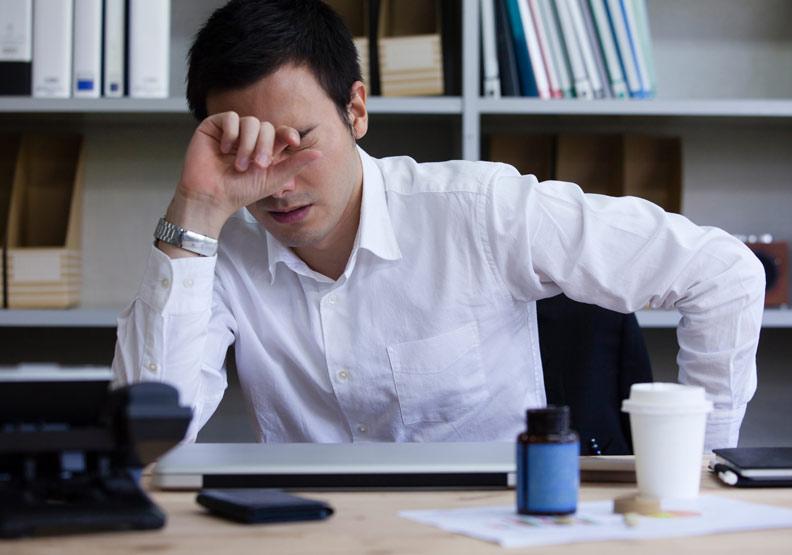 悶悶緊緊、又痛又漲...成年人最常見的頭痛原因「緊縮型頭痛」