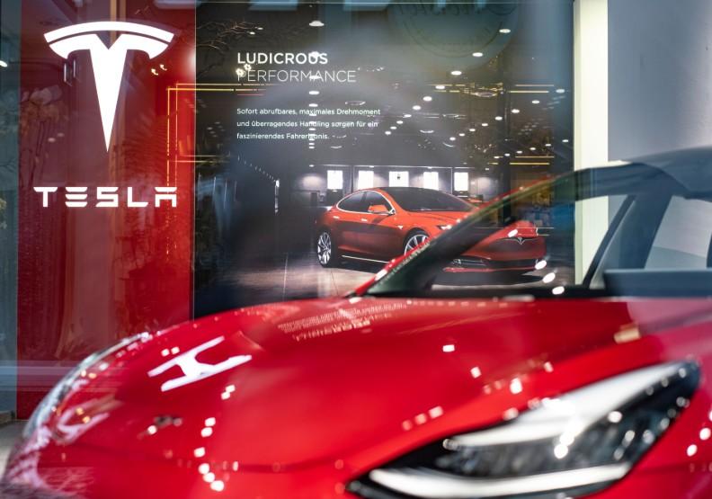 特斯拉Model 3大賣,救得了馬斯克的財務黑洞嗎?