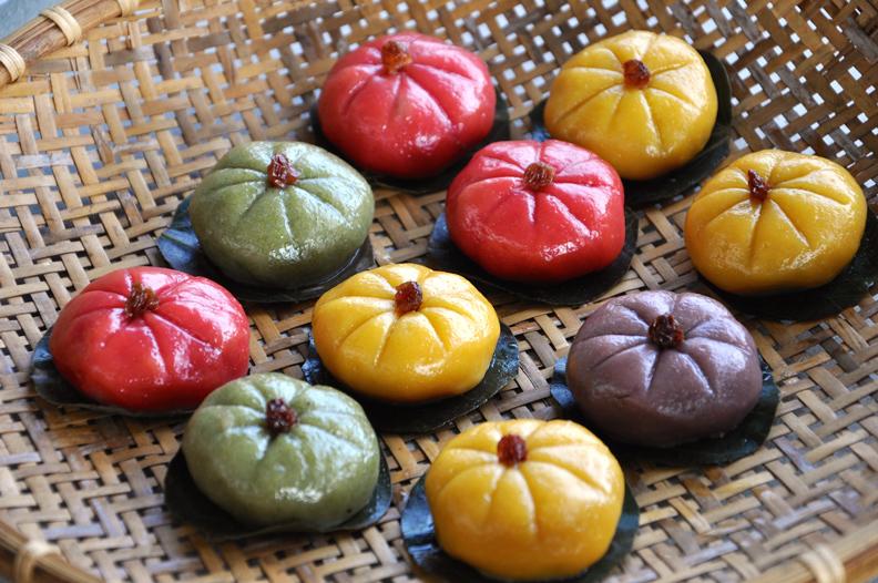 具有討喜特色顏色的古早味金瓜粿,是到了澎湖一定要品嘗的在地小吃之一。