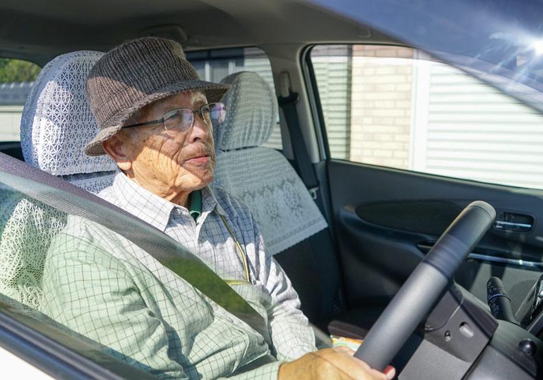 「認知症老人飛彈」傷害自己,危及他人