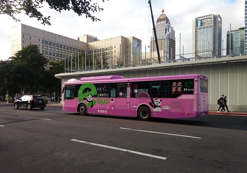公車滿街走的台北市,電動公車比重為何不到一趴?