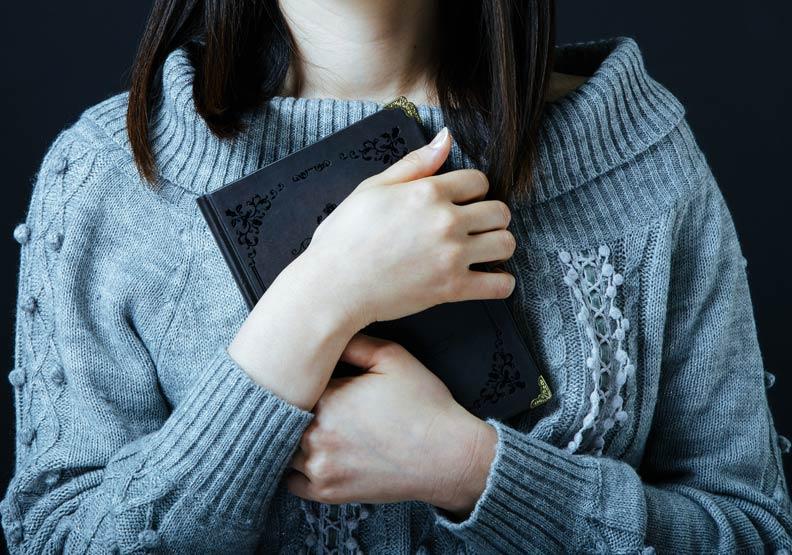 書本與手寫紙條,才有人的溫度。圖片來自Pakutaso