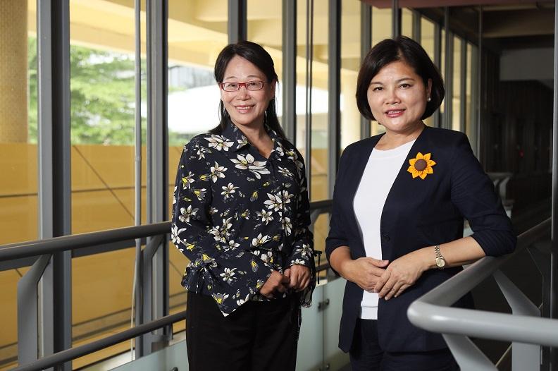 雲林縣長張麗善(右)、副縣長謝淑亞(左)與遠見分享雲林縣因應人口老化的相關對策。