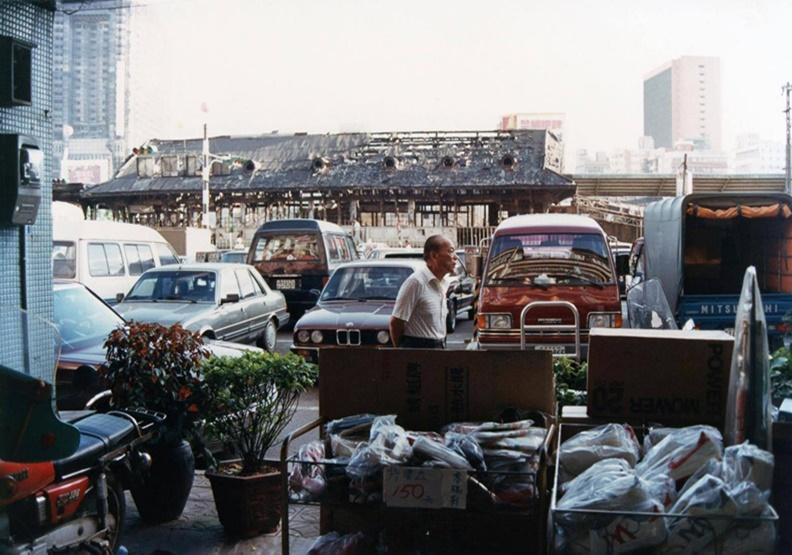 大亞百貨結束營業之後 「3年魔咒」上身的亞洲廣場大樓
