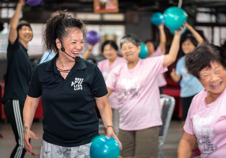 平均72歲的運動班!Ruby老師用同理心帶爺奶「活躍老化」