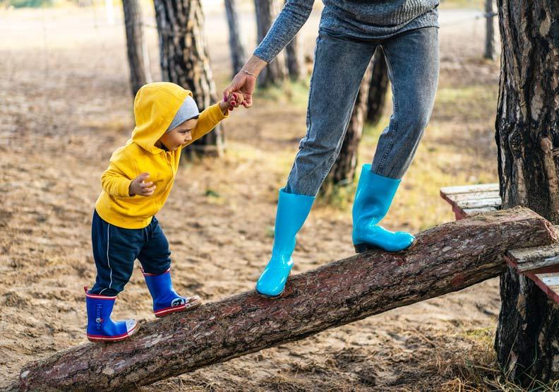 千萬不要急著出手幫忙!5步驟,培養孩子面對挫敗的能耐