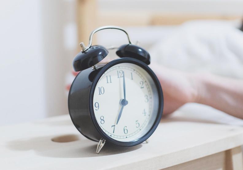 早起竟然跟收入有關!晨型人比夜貓族更容易賺到錢