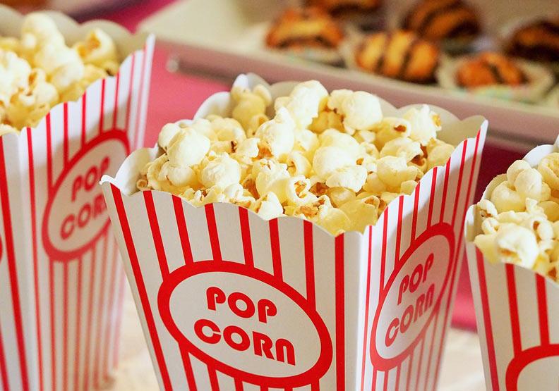 小心你無意識多花了這筆錢!為什麼看電影要配爆米花?