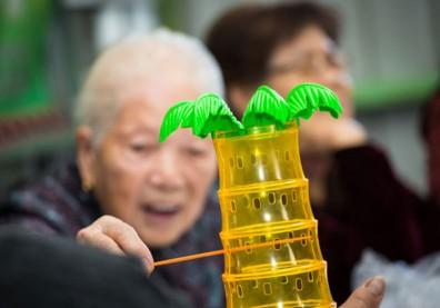 桌遊豐富樂齡生活,還能訓練長輩記憶力、強化認知功能
