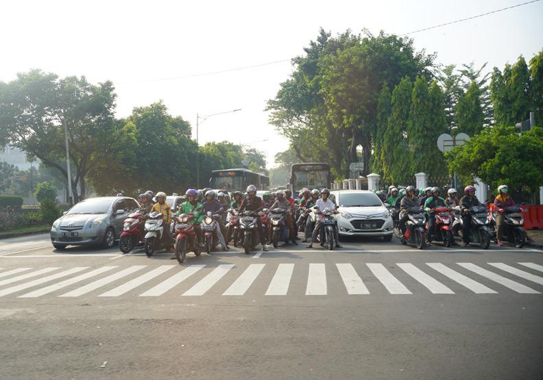 一個印尼,兩個世界!印尼「便車童悲歌」的緣起