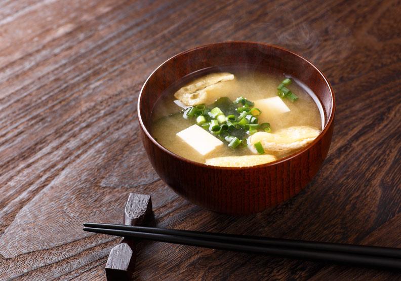 讓身體回春!用豆腐和菠菜煮成「最強味噌湯」