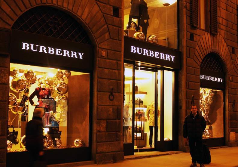 愈年輕愈愛二手貨!連Burberry都看上1.5兆舊衣商機