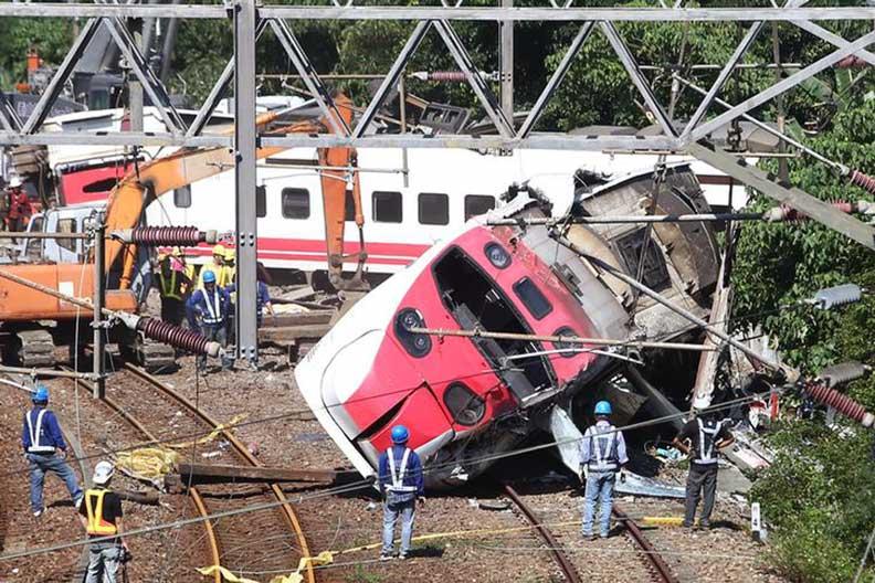 2018年10月台鐵普悠瑪事件意外現場,達志影像。