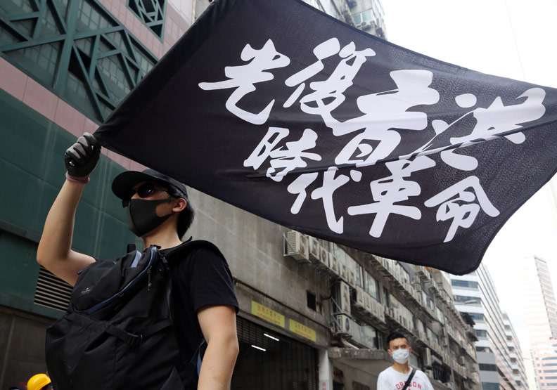 香港反送中重創旅遊,人潮、錢潮湧進新加坡