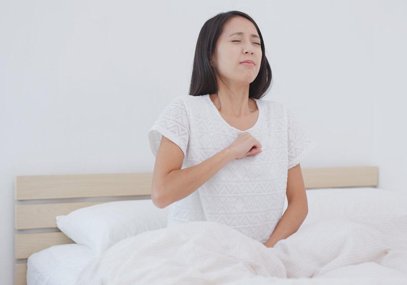 晚上火燒心、咳嗽讓人睡不好!胃食道逆流可靠針灸改善