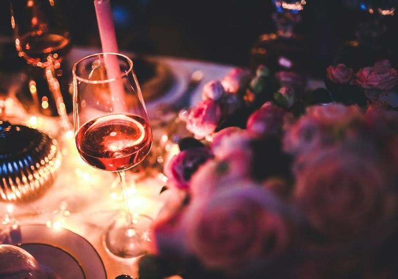 葡萄酒不能倒滿、乾杯不碰杯?一杯酒喝出社交軟實力!