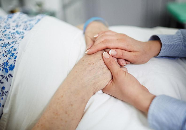 迎接無病痛的臨終,3 個緩和病患痛苦的安寧療護技術