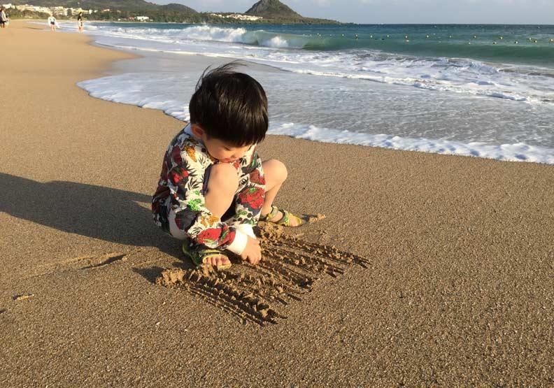 別怕孩子弄髒!玩沙的5大效果,可不只是刺激大腦發展