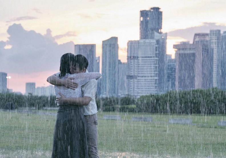 《熱帶雨》:人生總有淒風苦雨,但太陽終將溫暖升起