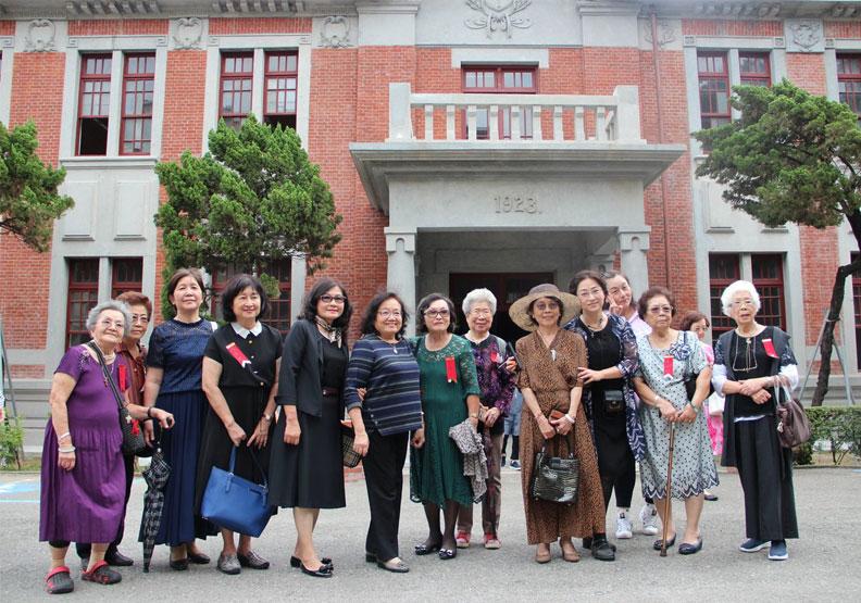 台灣最早「淑女養成地」在台南!清朝就有泡咖啡、社交禮儀課程