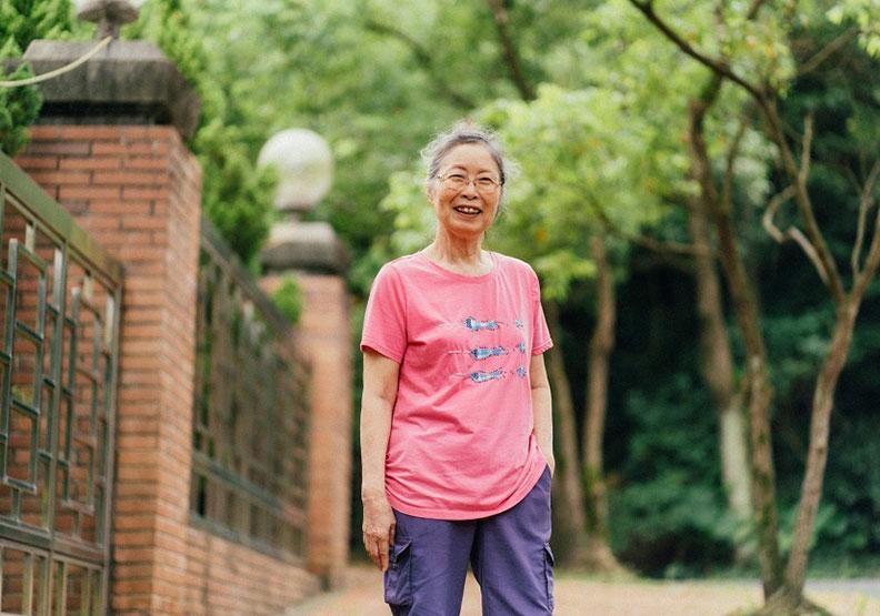 原來住安養院並不可怕!80歲退休教師黃育清的自在生活