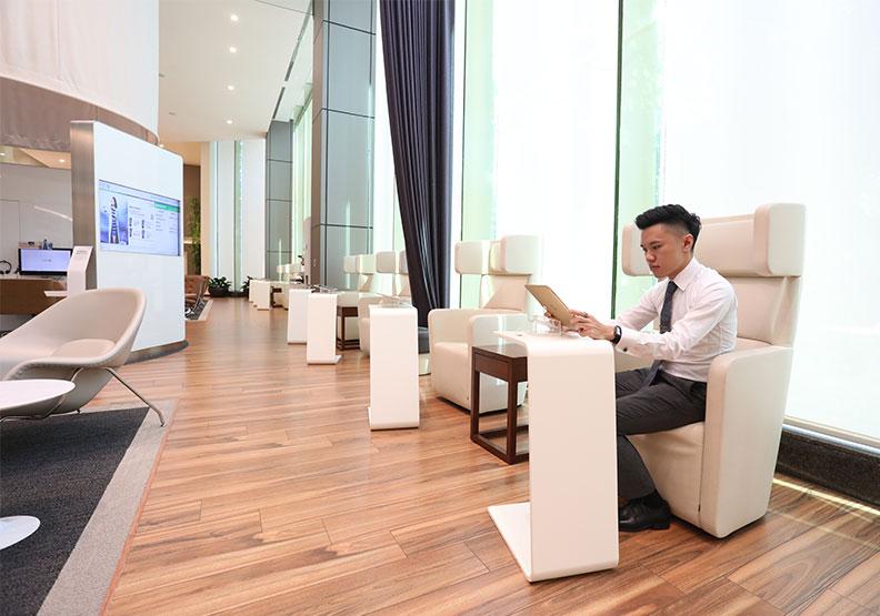 從「高端貴金客群」到「數位小資族」  揭開渣打銀行M型化布局的策略思考