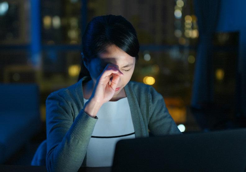眼藥水別亂點,乾眼症的 8 個正確保養與治療重點