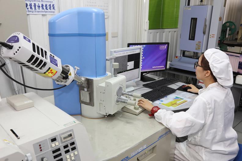 圖說:長春研發團隊成功研發出符合需求的銅箔,透過自製大幅降低銅箔生產價格,進而帶動臺灣電子代工產業的興起。