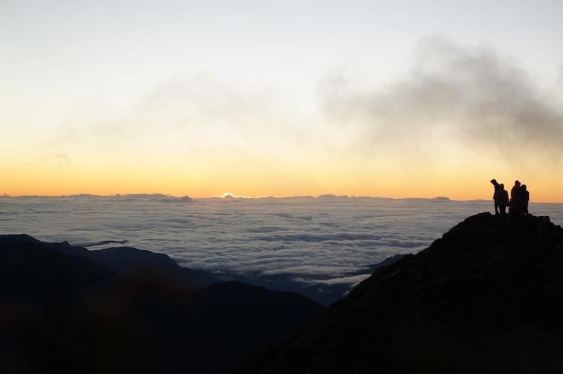 想要親眼見識到玉山雲海,除了要有體力爬上山,還需要有一些運氣。