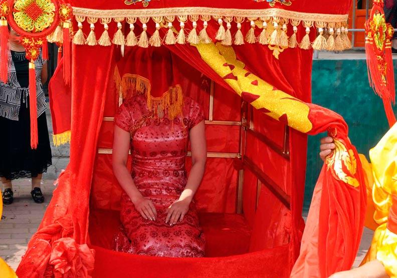 明明秦漢時婚服以「黑」為主,為什麼現在卻是「紅色」當道?