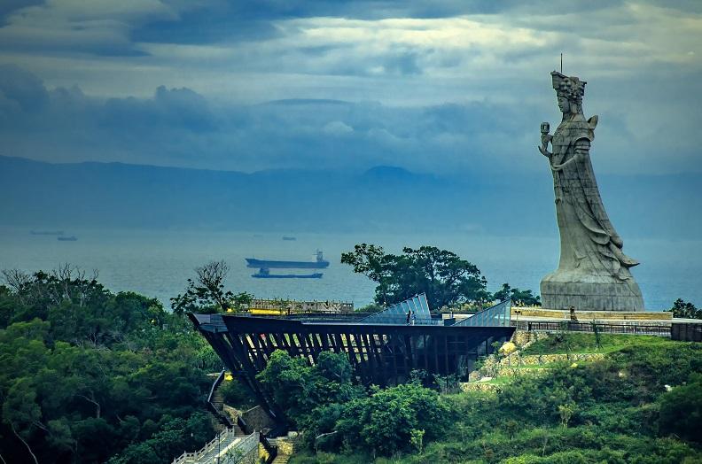 媽祖巨神像,可遠眺海峽對岸。