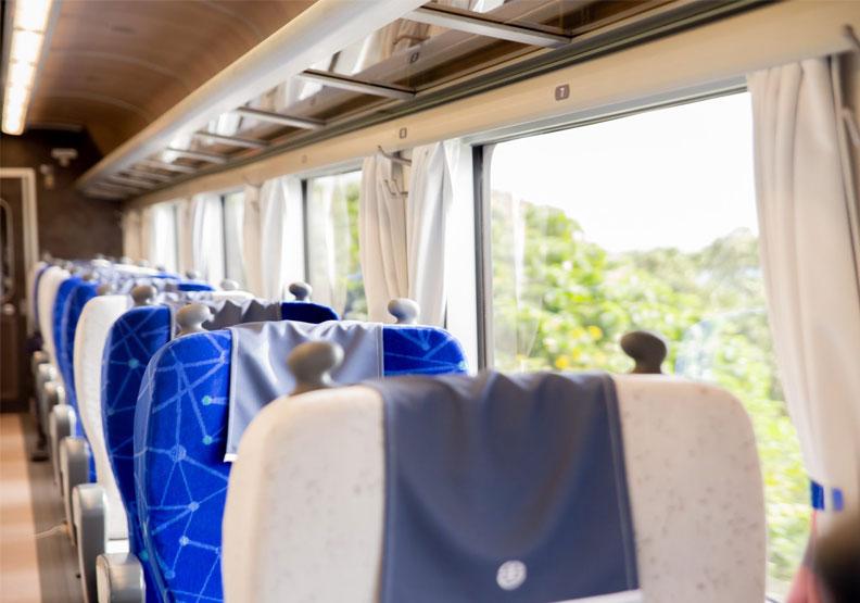 「台鐵藍」換裝成「時尚灰藍」,網友按讚:終於不俗了