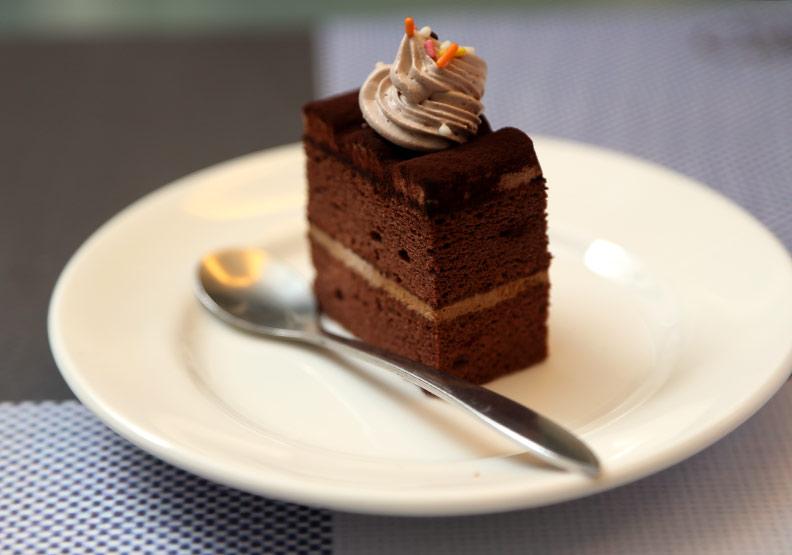 吃過量碳水化合物,血糖過高易引起糖尿病前身「胰島素阻抗」