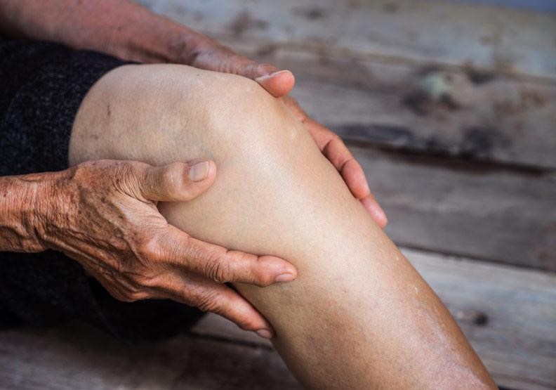 骨關節炎的最夯療法:萃取腹部脂肪細胞打入關節