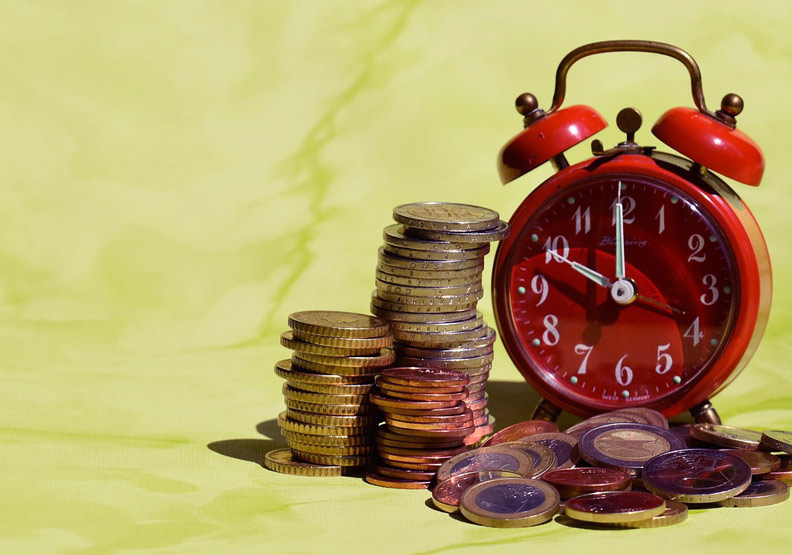 時間與金錢就是諺語中的魚與熊掌,不可兼得。取自pexels