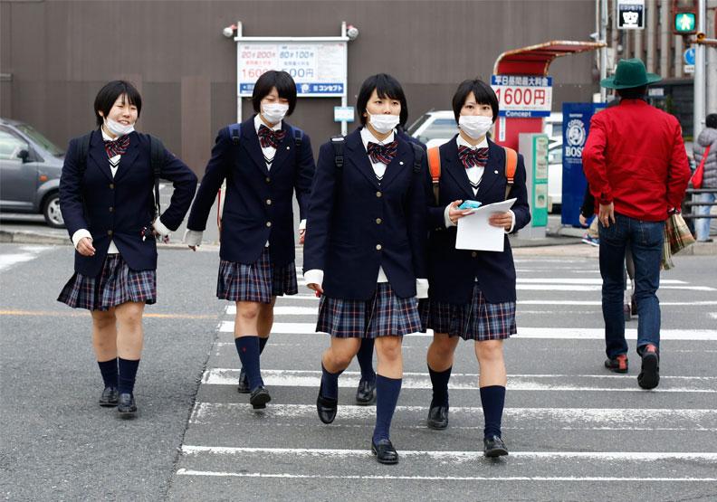 頭髮、襯衣顏色都被監控!日本恐怖校規促使16萬名孩童逃學