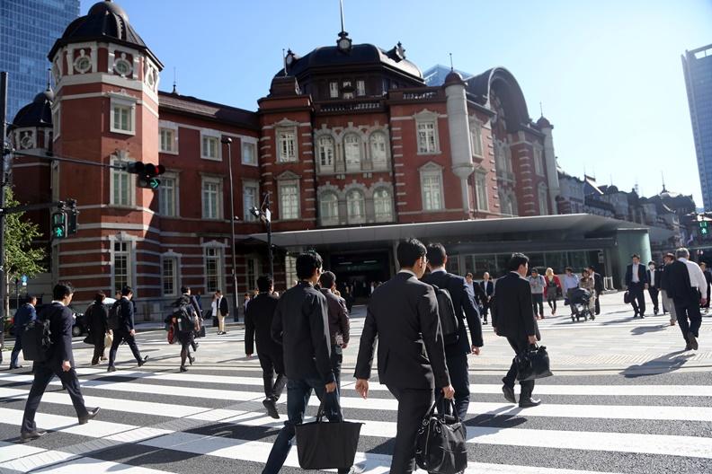 認真做事、又肯服從的日本上班族,是許多老闆夢寐以求的「企業戰士」。