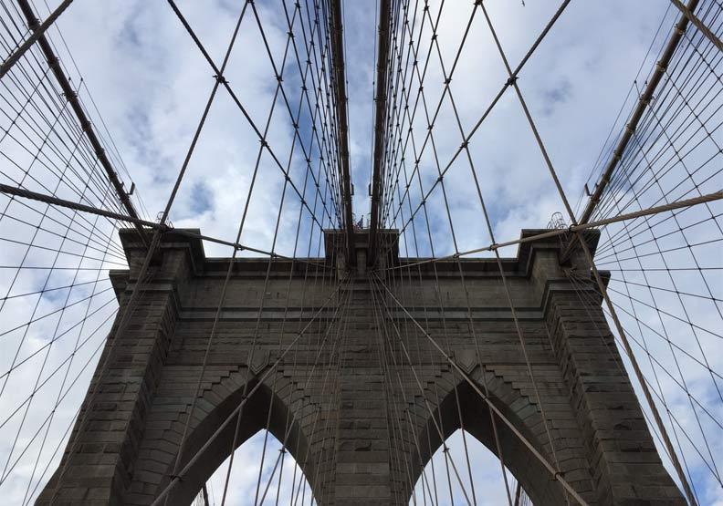 電影經典地標!世界第一座鋼纜吊橋,浪漫的布魯克林大橋