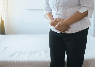 70歲嬤腹部悶痛以為是腸胃炎,就醫才發現竟是晚期肝癌
