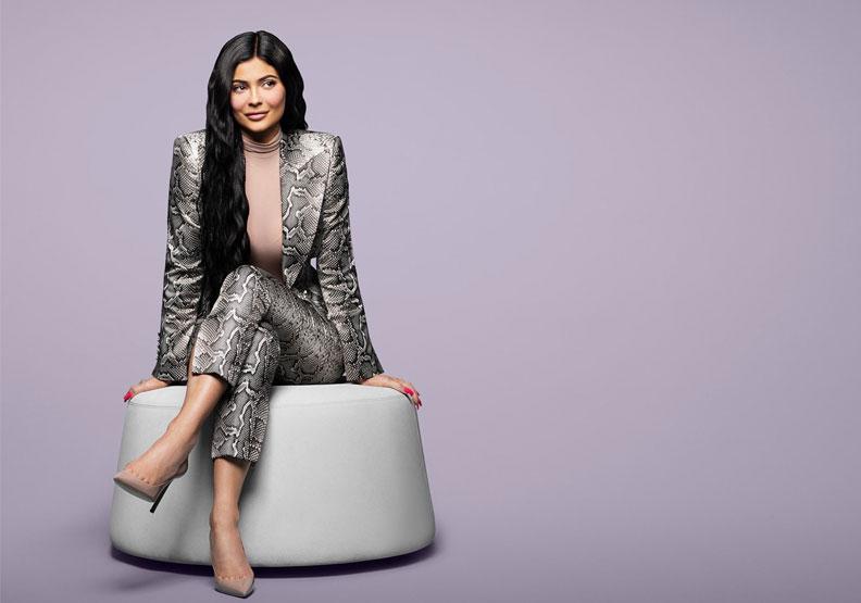 22歲的她僅雇用七名職員創業,就打敗祖克柏奪下全球最年輕富豪